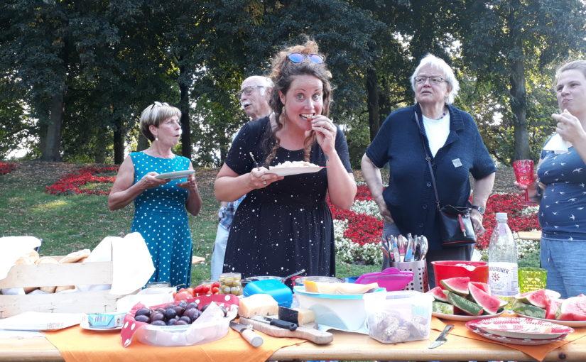 Lauer Sommerabend mit Wortgottesdienst und Promenadenpicknick